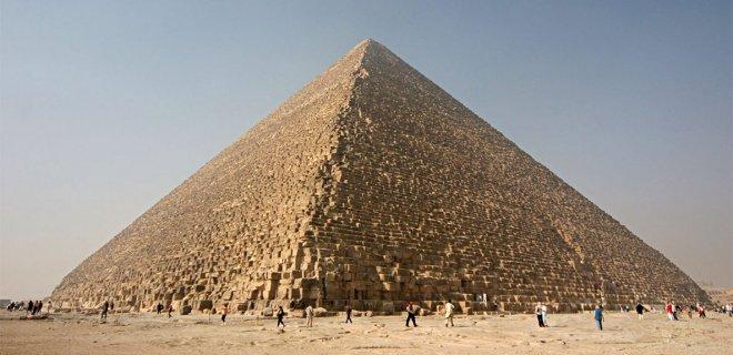 piramidin-icine-birakilan-su-bes-hafta-sonra-yuz-losyonu-olarak-kullanilir.jpg