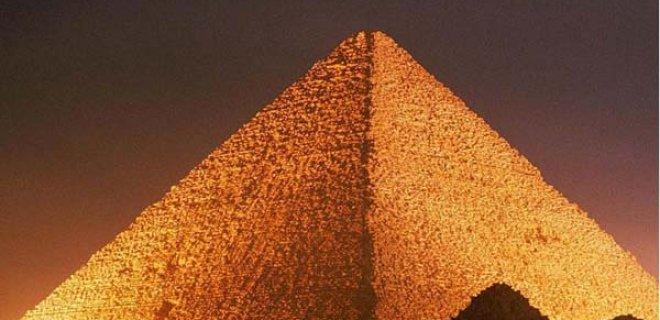 piramitlerin-bazi-odalari-gizemli.jpg