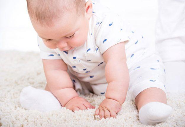 bebekler ne zaman oturur bebekler ne zaman desteksiz oturur bebekler ne zaman oturur pozisyonda tutulur milliyet