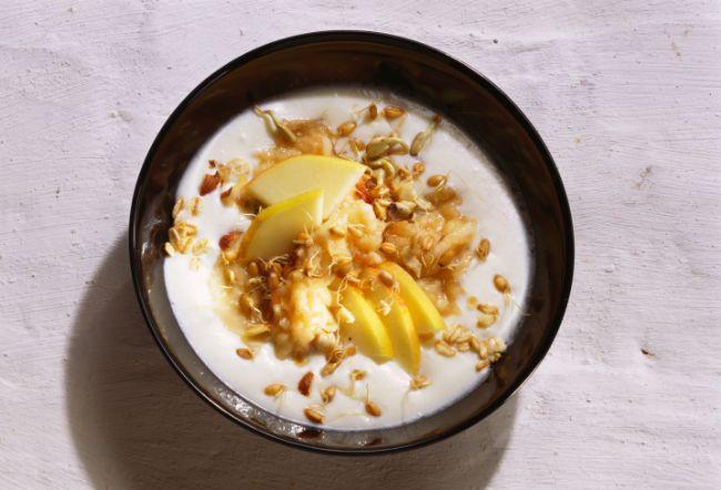 yoğurt ve yulaf ezmesi