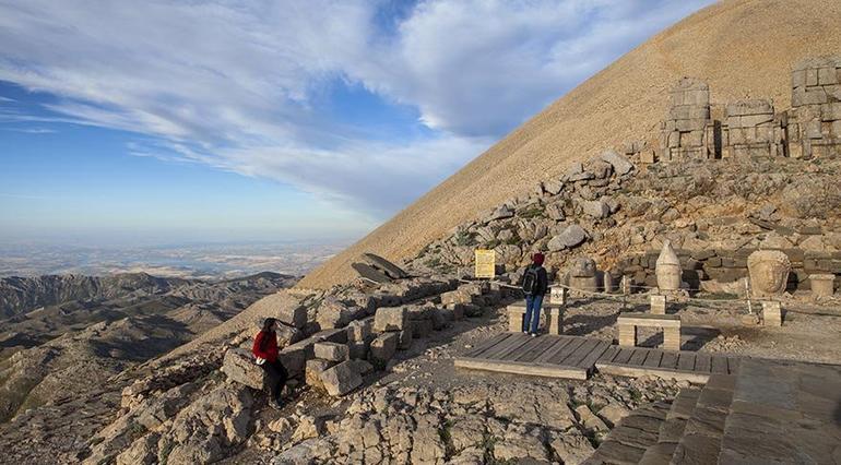 Gizemi hâlâ çözülemeyen Nemrut Dağı