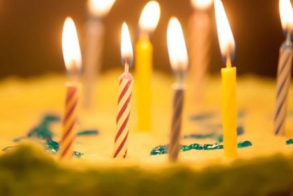 2018 resimli doğum günü mesajları - Yılların sormadığı, yolların yormadığı, dostların unutmadığı bir ömür için, bu doğum günün bir başlangıç olsun, yeni yaşın Kutlu olsun.. İyi ki doğdun..
