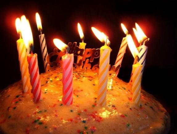 2018 resimli doğum günü mesajları - Yaşama bu kadar direnen başka bir insan daha görmedim. Yeni yaşın kutlu olsun.