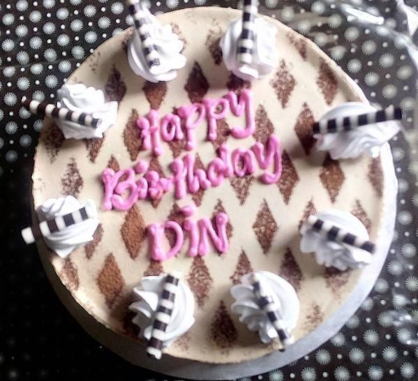 2018 resimli doğum günü mesajları - Kısa bir mesaj olmalı bu. Sana binlerce öpücük ve sevgi yolluyorum buradan.. Bil ki unutulmadın.. Doğum günün kutlu olsun!