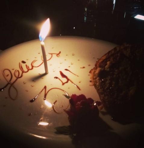 2018 resimli doğum günü mesajları - Dakikalar seninle ömre bedel aşksız saniyeler asra bedel doğum günün kutlu olsun hayatım seni seviyorum...