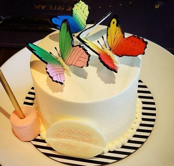 2018 resimli doğum günü mesajları - Zaman çok kısa, her yeni yaşında mutluluğa uçarak ulaşmanı, bu hayati tüm güzellikleriyle yaşamanı istediğimi bilmeni istiyorum. Nice yaşlara, doğum günün kutlu olsun.