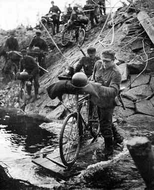 finnishtroopsinlaplandwar_1944_crossing_river