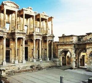 Efes antik kentinde bulunan kütüphane