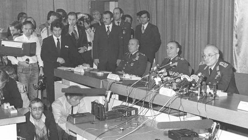 12-eylül-darbesi-cumhurbaşkanı-kimdir 1980-özeti-neden-oldu-işkenceleri darbesini-kim-yaptı-kime-yapıldı-hangi-gün