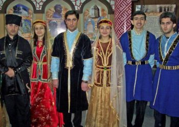traditional costumes axo
