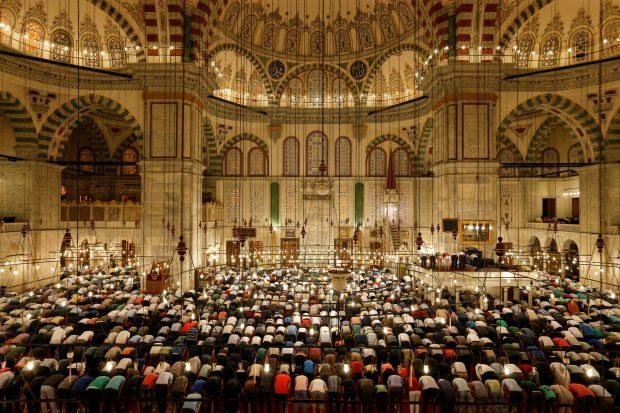 Cuma namazı cemaatle nasıl kılınır?