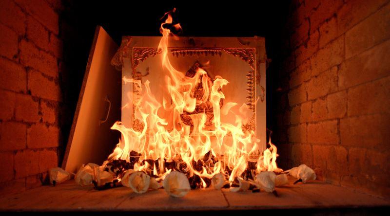 Ölülerin yakıldığı yere ne denir?